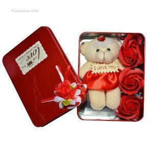 جعبه هدیه خرس و گل سرخ
